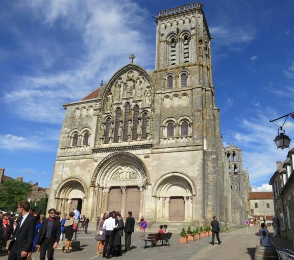 La Basilique romane Sainte-Madeleine de Vézelay en Bourgogne